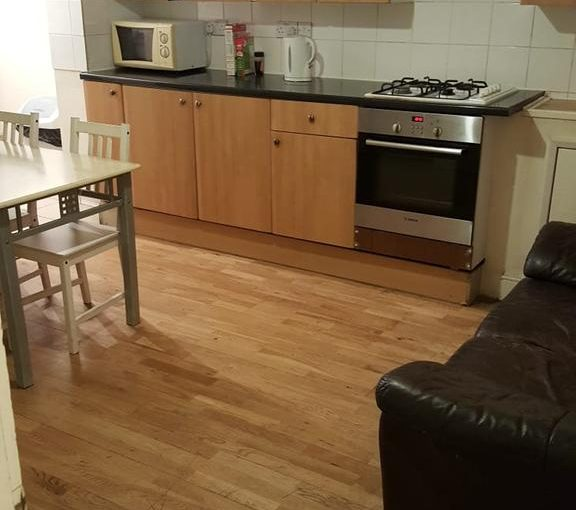 Mitcham Rd Double Room – Share with 1 other Room