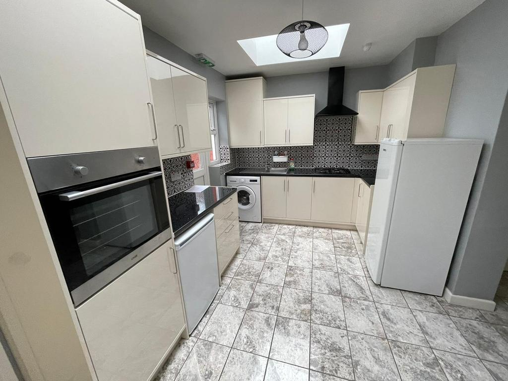 Ground Floor Brand New TWO BED FLAT £1500 PCM Inclusive Of Bills
